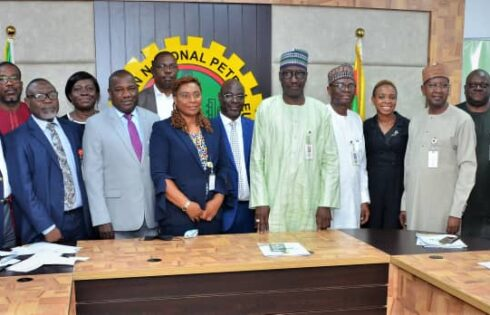 GMD, NNPC, Mallam Mele Kyari (middle) flanked by members of the Board of NNPC Greenfield Refineries Limited (NGRL)